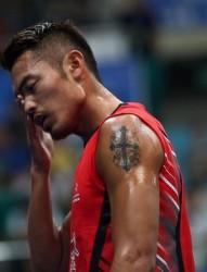 奥运冠军林丹手臂十字架刺青