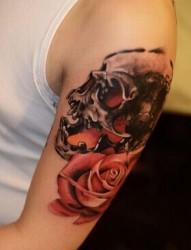 大臂霸气的骷髅纹身