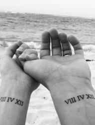 情侣手臂上代表爱的见证的纹身图案