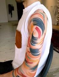 五颜六色的手部纹身图案
