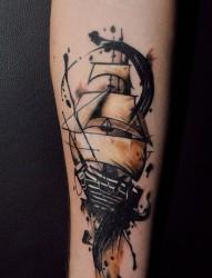 一组好看的手臂大船纹身图案