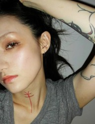 走进个性女孩欧阳靖的纹身世界