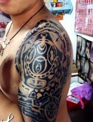 大臂强森图腾经典纹身