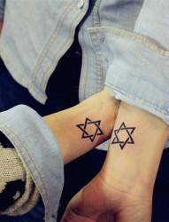 时尚个性的六芒星刺青