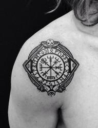 个性黑白图腾纹身