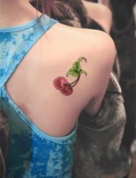小巧可爱的樱桃纹身