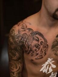 男生胸部佛半甲纹身图片