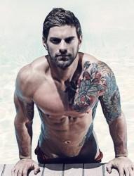 阳光大男人的帅气半甲纹身