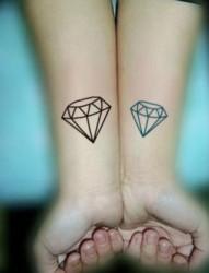 手腕漂亮简单的钻石纹身