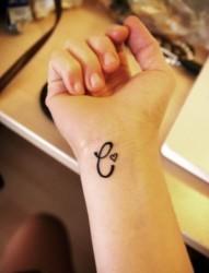 女性手腕好看的图腾纹身