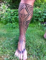 小腿部满腿的图腾纹身