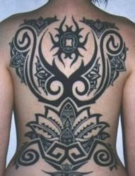 背部满背的图腾纹身