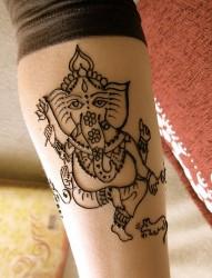 腿部象神图腾纹身
