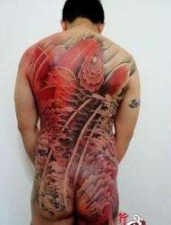 男生满背好看的彩色鲤鱼纹身图片