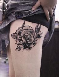 女生大腿诱惑花朵纹身
