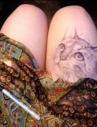 可爱的猫咪女生大腿纹身