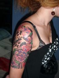 女性肩部蝴蝶仙子刺青
