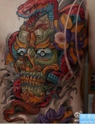 一款胸部彩色嘎巴拉纹身图案