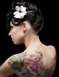 性感优雅美女背部富贵牡丹纹身图片