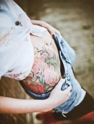 性感气质美女腰部牡丹纹身图片