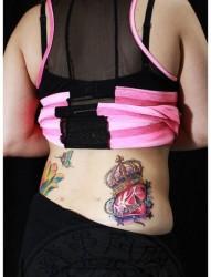 美女腰部漂亮潮流的罂粟花纹身图片