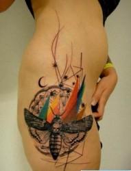 为大家一幅性感女性纹身图片