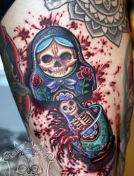 腿部个性的中国娃娃纹身