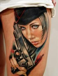 腿部帅气的手枪纹身