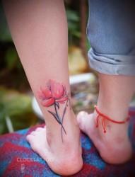 女性脚踝罂粟花纹身图片