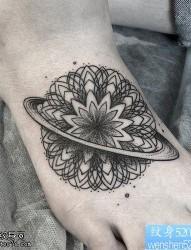脚背地球仪纹身图案