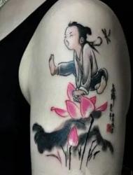 清新又古典型的手臂图腾纹身