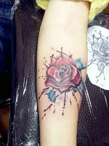 女士手臂性感迷人的花朵纹身图片