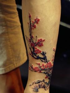盛开的梅花纹身唯美漂亮