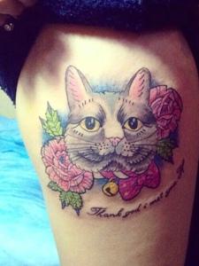 惹人爱的大腿花猫头像纹身