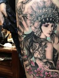 非常唯美精致的花旦纹身