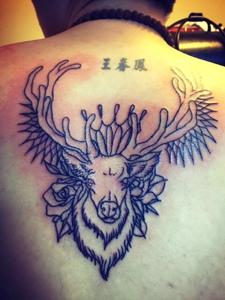 背部一款创意十足的另类羊头纹身