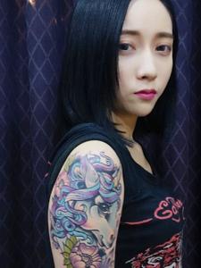 大臂个性彩色的独角兽纹身图片