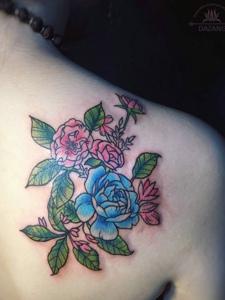 外在艳丽至极的蔷薇花纹身