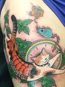猫捉老鼠的个性日式图腾纹身