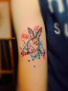 一组楚楚动人的可爱小兔子纹身