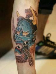 小腿的霸气匕首和般若纹身