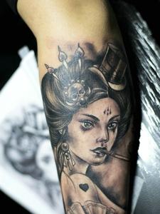 现代派的美丽花妓纹身