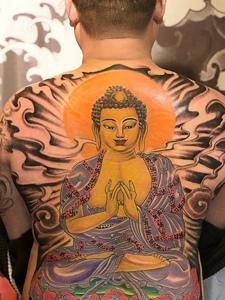 彩色个性如来佛祖满背纹身图案