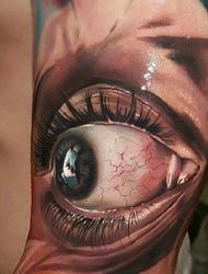 一只可怕的3d大眼纹身十分恐怖