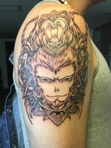 大臂简单的大圣孙悟空纹身图案
