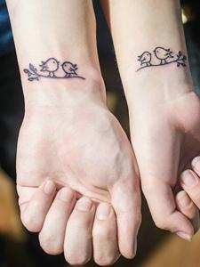 一对小鸟情侣手臂纹身图片相亲相爱