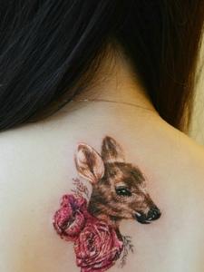 让人看了还想看的可爱小鹿刺青
