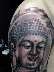 大臂如来佛纹身图案帅气又魅力