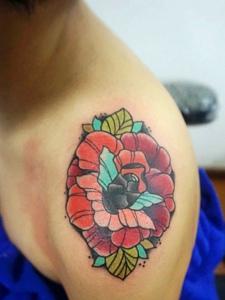 鲜艳无比的大臂玫瑰纹身图片