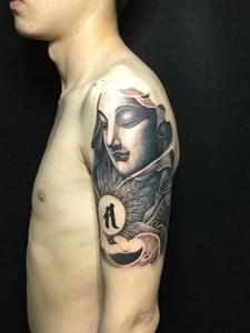 非常个性的手臂观音纹身图片